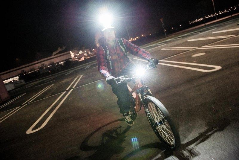 Masz mocną lampkę rowerową? Dowiedz się, jak ją ustawić